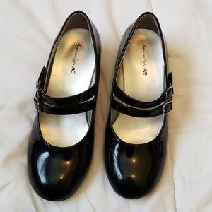 American Eagle girls dress shoe with sparkle heel